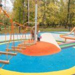 Резиновая плитка — превосходный вариант для приусадебной и детской площадки